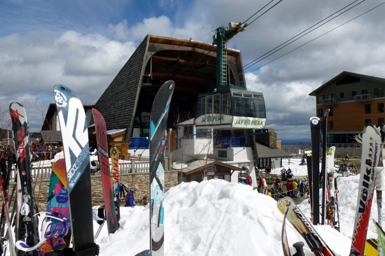 Free season passes at Jay Peak for active-duty military and their families
