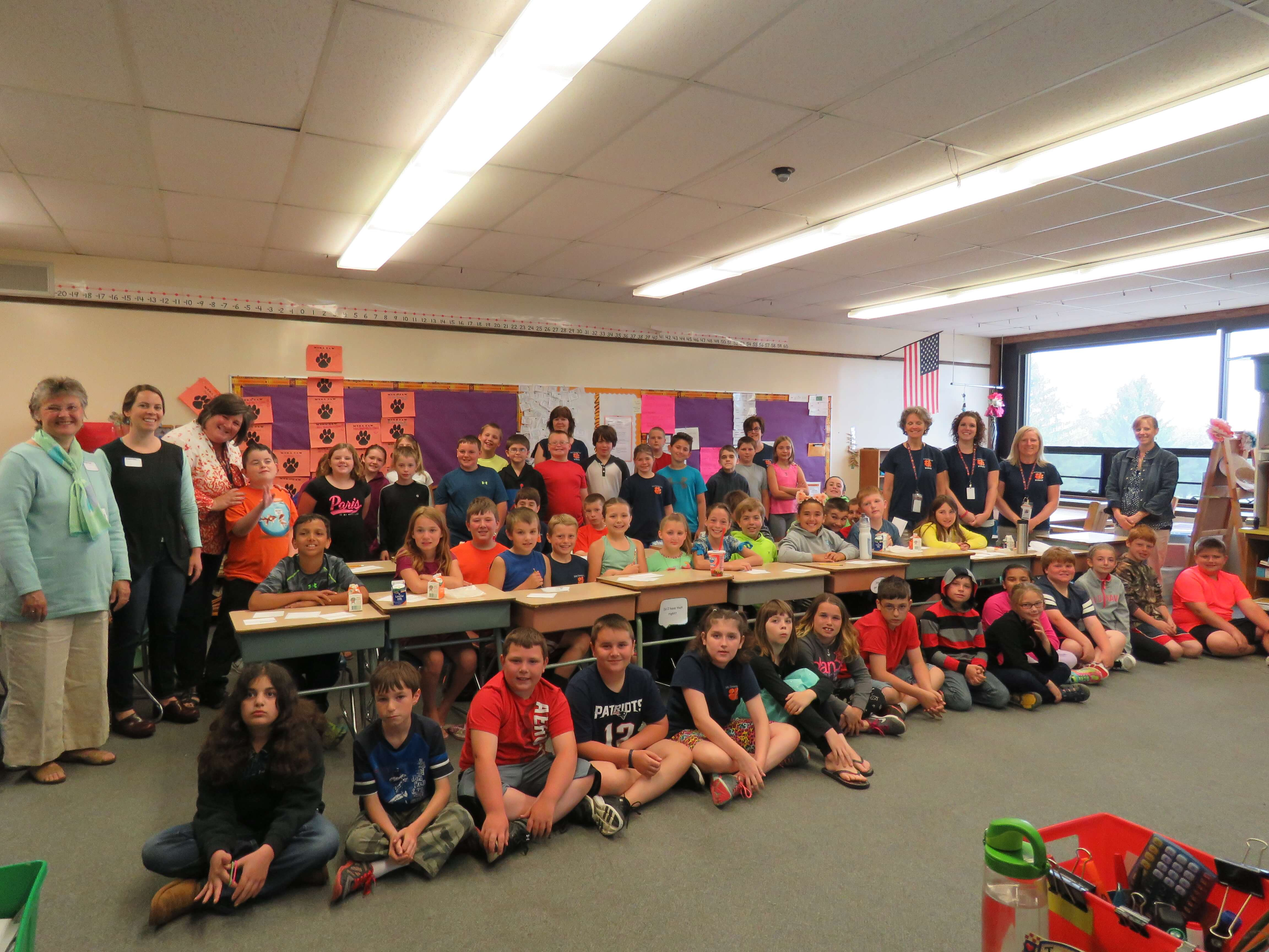 DES-Lallie-with-all-the-4th-graders-and-teachers-2.jpg