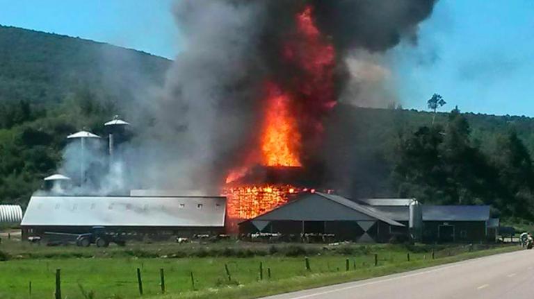 Last working round barn in Vermont burns down