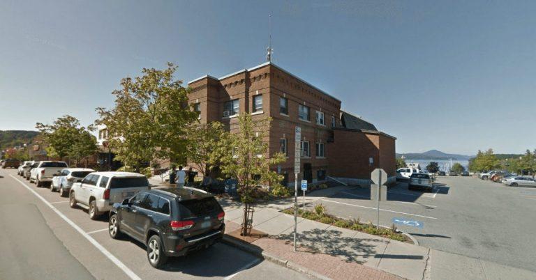 Newport Municipal Building closed to public