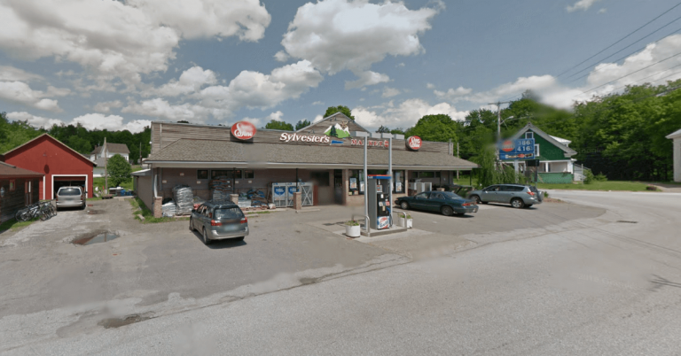 Man with gunshot wound reported at grocery store in Montgomery