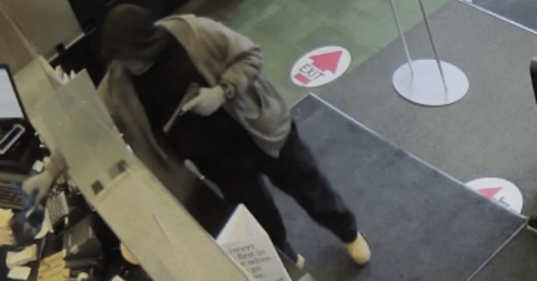 Bank in Orleans robbed at gunpoint
